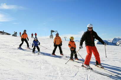 Ski lessons for beginners and experienced skiers